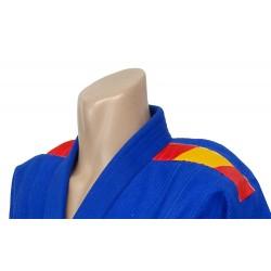 Bandera España colocada en hombros