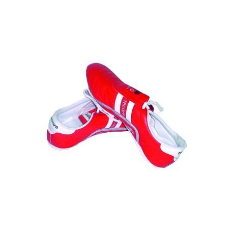Zapatilla roja de piel artificial con cordón, lengüeta extra-larga.
