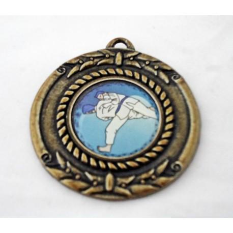 Medalla judo plata con colgante.